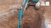挖掘机视频表演大全:惊险的操作表演《挖掘机挖坑》