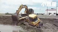 挖掘机视频表演大全:挖掘机救推土机