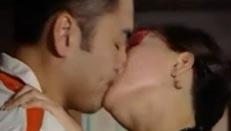《原来爱上贼》刘松仁和陈玉莲激情吻戏