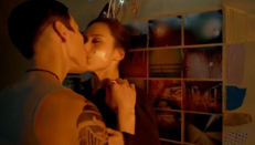 《大器晚成》托马斯・简和简・亚当斯床吻戏视频大全
